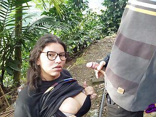 Mädchen Brille Gives Blowjob